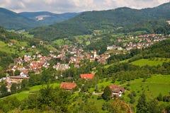 Typisches Dorf im schwarzen Wald Lizenzfreie Stockbilder