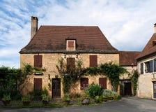 Typisches Dorfhaus von Perigord Noir in Frankreich lizenzfreie stockbilder