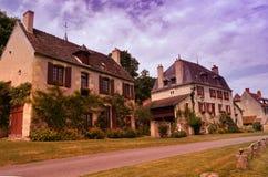 Typisches französisches Dorf lizenzfreie stockfotos