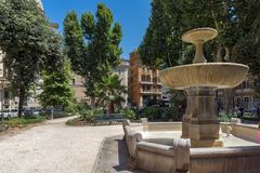 Typisches Geb?ude und Garten in der Stadt von Rom, Italien stockfotos