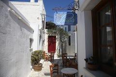 Typisches griechisches Insel taverna in Tinos, Griechenland stockfotografie