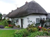 Typisches Häuschen in Irland Lizenzfreies Stockfoto