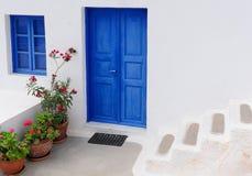 Typisches Haus bei Santorini Griechenland, die Kykladen lizenzfreie stockbilder