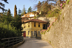Typisches italienisches Dorf lizenzfreies stockfoto