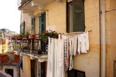 Typisches italienisches Haus in Cinque Terre, Italien Corgniglia lizenzfreie stockbilder