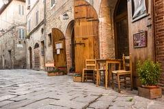 Typisches italienisches Restaurant in der historischen Gasse Lizenzfreie Stockfotografie