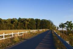 Typisches ländliches Ackerland in Osteuropa Lizenzfreies Stockbild