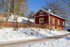 Typisches rotes Haus in Schweden. Lizenzfreie Stockfotografie