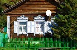 Typisches russisches Blockhaus Lizenzfreies Stockfoto