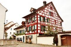 Typisches Schweizer Bauholzrahmenhaus in Bremgarten, die Schweiz Lizenzfreie Stockfotos