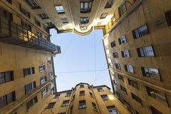 Typisches Yard von gut herein die historische Mitte von St Petersburg, Russland gehen Stockfotografie