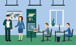 Typisk arbetsdagsi kontoret Arkivbild