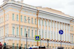 Typisk arkitektur av staden av St Petersburg arkivbild