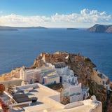 Typisk arkitektur och slotten fördärvar i Oia, Santorini, Grekland Fotografering för Bildbyråer
