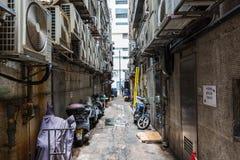 Typisk bakgata i Kowloon, Hong Kong Arkivfoto