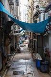 Typisk bakgata i Kowloon, Hong Kong Arkivbilder