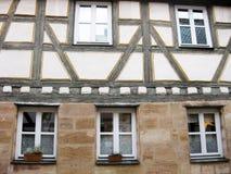 Typisk bayerskt fachwerkhus, Furth, Tyskland Arkivfoto