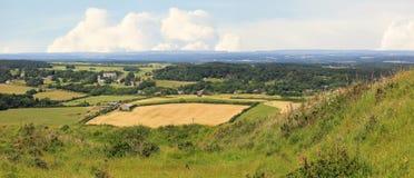Typisk brittiskt landskap nära lulworth fotografering för bildbyråer