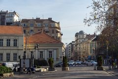 Typisk byggnad i mitten av staden av Belgrade, Serbien arkivfoto