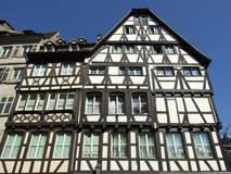 typisk franskt hus arkivfoto