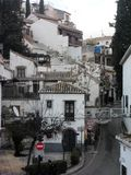 Typisk gata Albayzin - Granada-Spanien arkivfoton