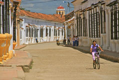 Typisk gata av Mompos, Colombia Arkivfoto