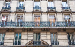 Typisk Haussmannian byggnad, Paris. Royaltyfri Fotografi