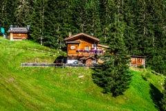 Typisk hem av Dolomites - italienska berg - Europa Arkivbild