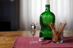typisk holländsk jenever för drink royaltyfri bild