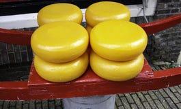 Typisk holländsk ost fotografering för bildbyråer