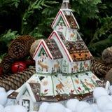 Typisk hus av jul Arkivbilder