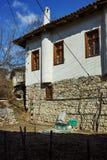 Typisk hus från århundradeby för th 19 av Rozhen, Bulgarien Arkivbilder