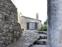 Typisk hus i Mirmande i Frankrike Arkivfoto