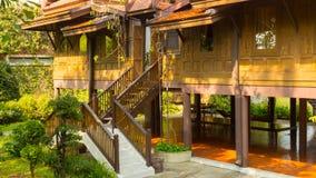 Typisk hus som är thailändskt på högar Fotografering för Bildbyråer