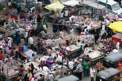 Typisk indisk gatamarknad, Hyderabad, Indien Royaltyfri Fotografi