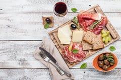 Typisk italiensk antipasto Arkivbild