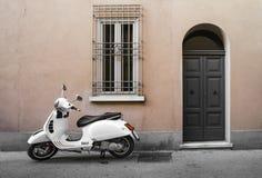 Typisk italiensk motorcykel Royaltyfri Foto