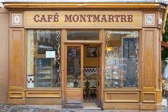 Typisk kafé i Montmartre, Paris Royaltyfria Foton