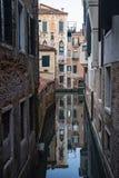 Typisk kanal av Venedig royaltyfri bild