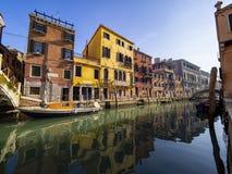 Typisk kanal av Venedig royaltyfria foton