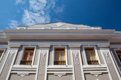 Typisk kolonial arkitektur i Cienfuegos cuba royaltyfria bilder
