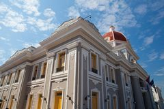 Typisk kolonial arkitektur i Cienfuegos cuba royaltyfri foto