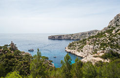 Typisk kustsikt nära Marseille i södra Frankrike Arkivbild