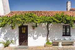 Typisk landshus i Monsaraz, Portugal Royaltyfri Fotografi