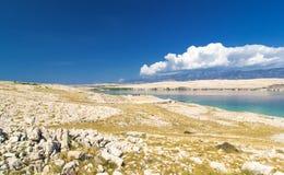 Typisk landskap av ön av Pag, Kroatien arkivbilder
