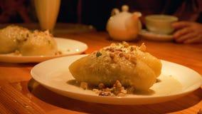 Typisk lithuanian traditionell mat som göras från potatisar och kött - cepelinai royaltyfria bilder