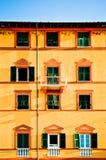 Typisk medelhavs- husfacade Arkivbild