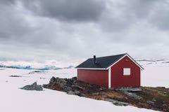 Typisk norskt rött trähus Royaltyfri Fotografi