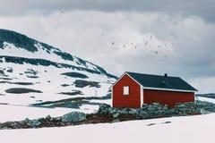 Typisk norskt rött trähus Royaltyfri Foto