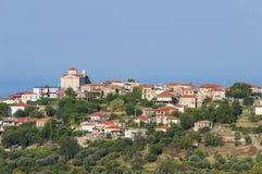 Typisk by på Peloponnese, Grekland Royaltyfri Foto